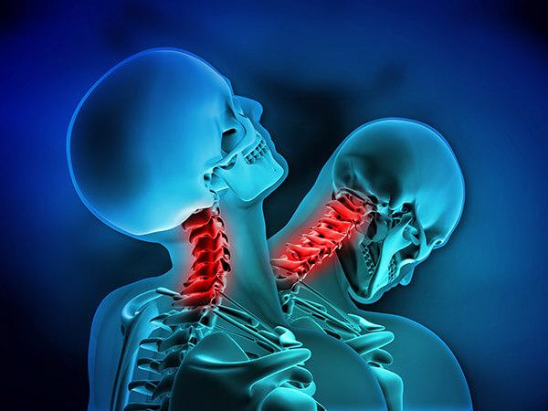 huvudvärk stel nacke illamående